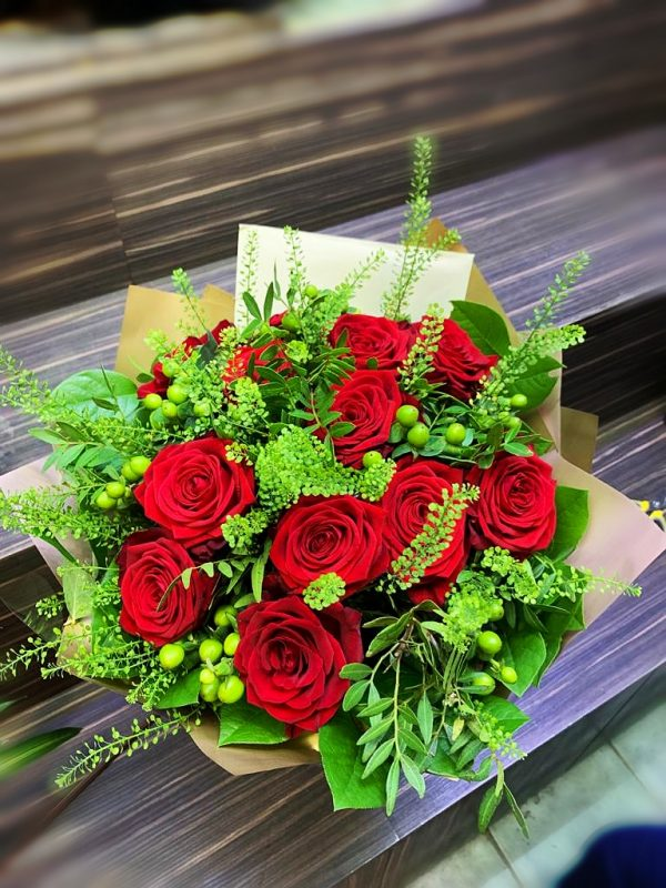 Ecuador roses with green fillers